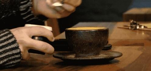 用咖啡渣做成的杯子,用来喝水是否有咖啡香味?