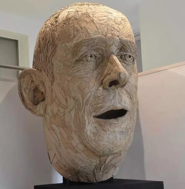 让人惊叹的瓦楞纸雕塑