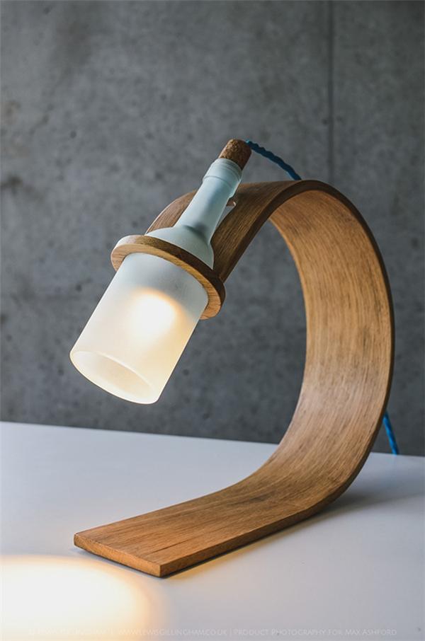 优雅的酒瓶灯设计
