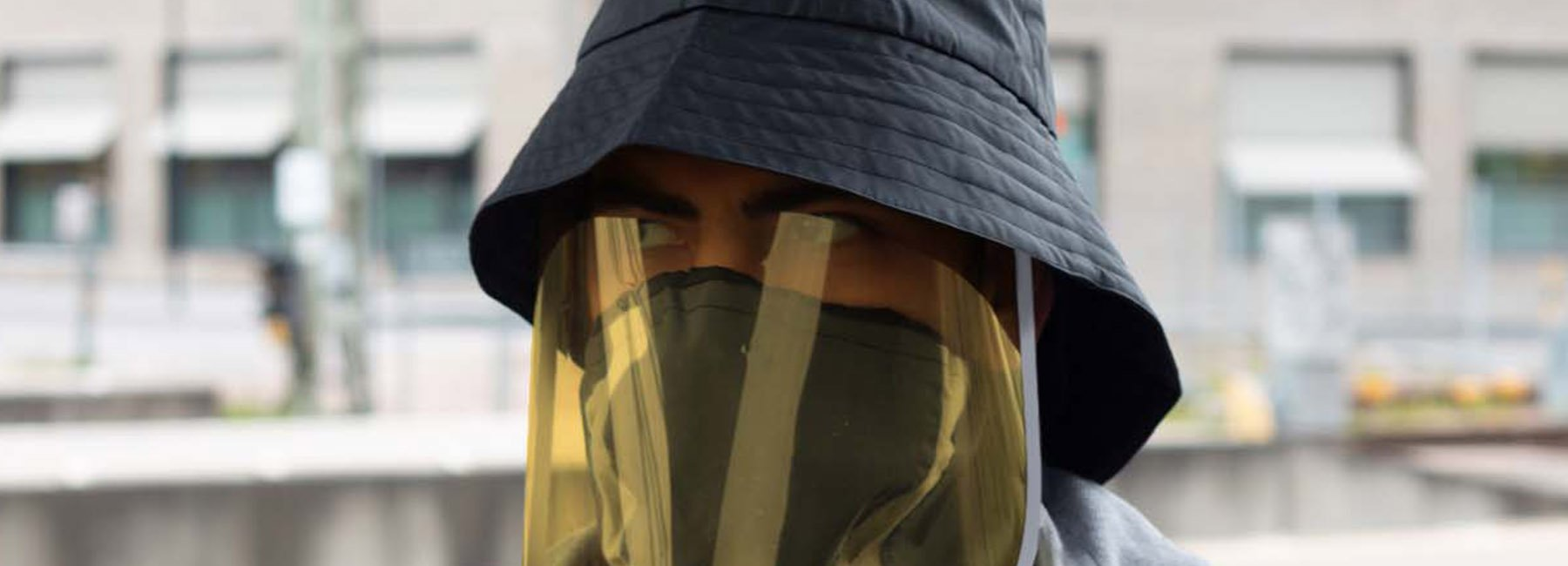 自带口罩和喷嚏袖的防护装备