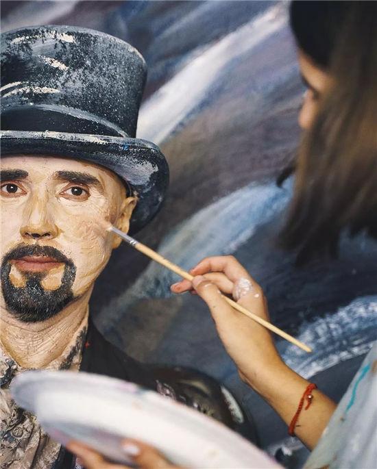 2岁学画画,11岁开画展,这位00后艺术家惊艳了全世界