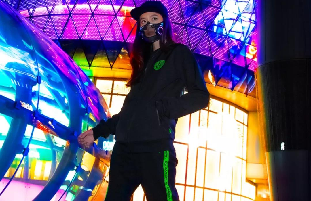 雷蛇跨界做了个发光口罩 炫酷到没朋友