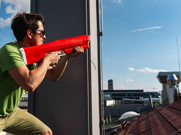 射程远上水快 这个电动水枪就是水枪中的战斗机